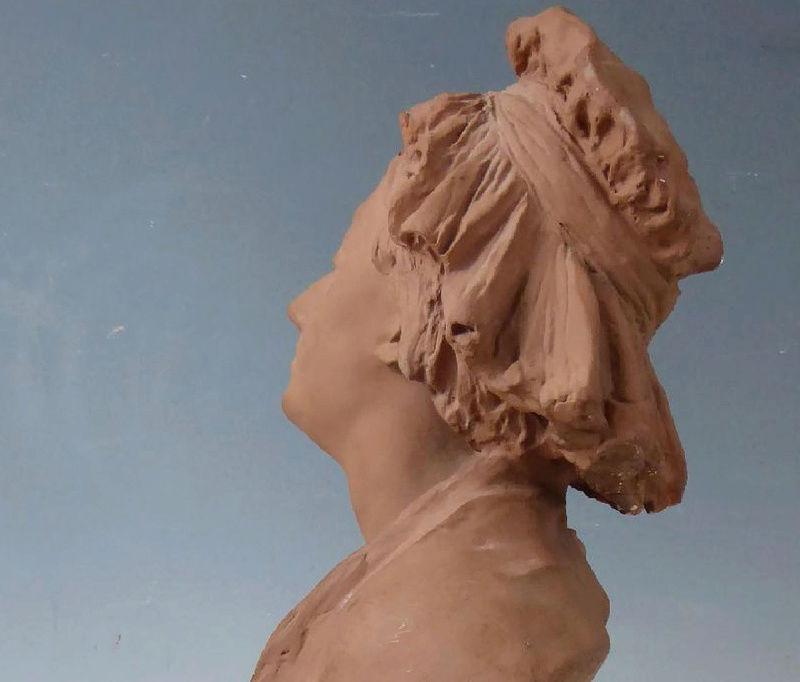 A vendre: bustes Marie Antoinette - Page 6 Zzclau25