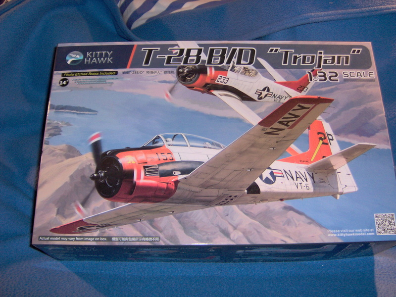"North American T28 B/D ""Trojan"" Kitty Hawk au 1/32 110"