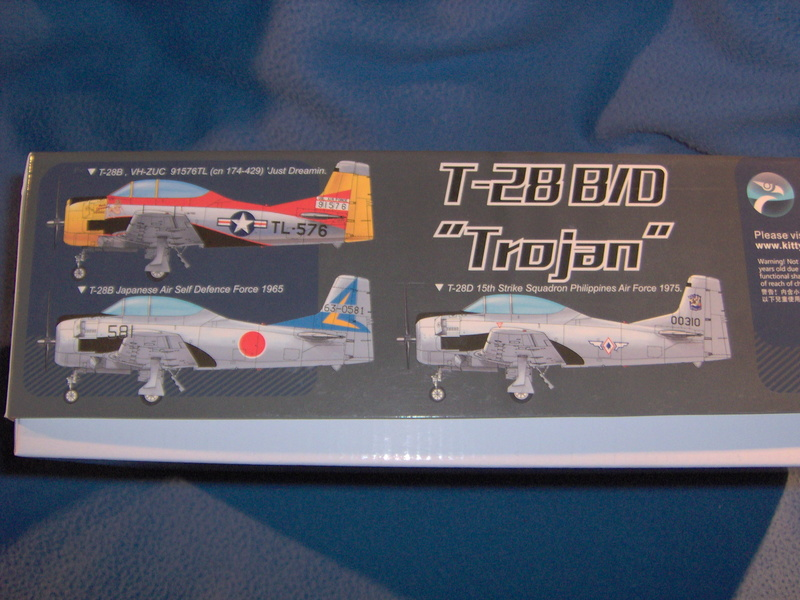 "North American T28 B/D ""Trojan"" Kitty Hawk au 1/32 210"