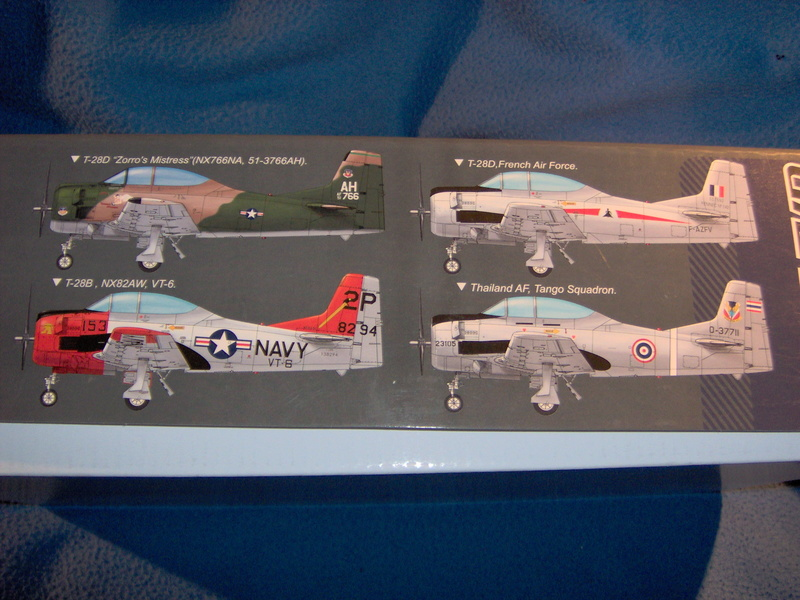 "North American T28 B/D ""Trojan"" Kitty Hawk au 1/32 310"