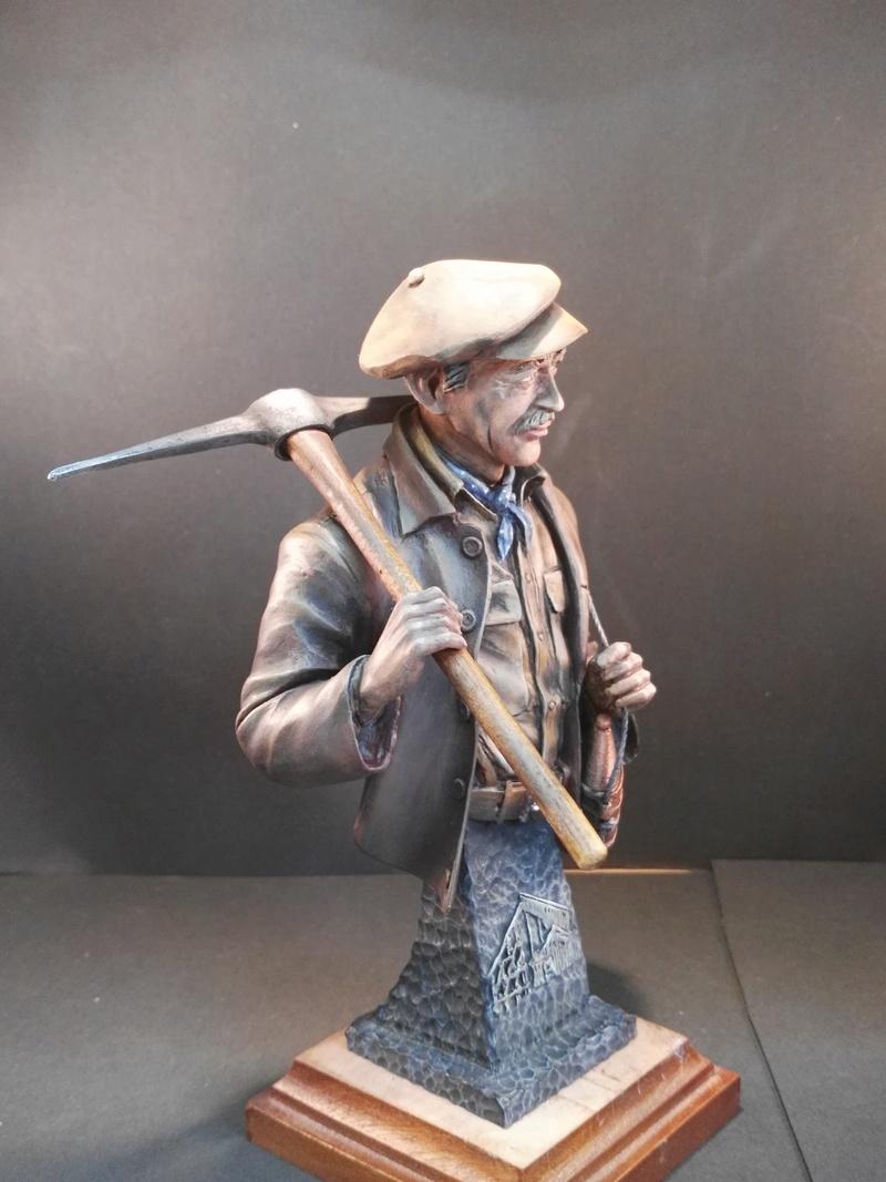 Buste terminé et premier prix ( 1/9 Model Cellar Blak Jack mineur des années 1800) Img_2010