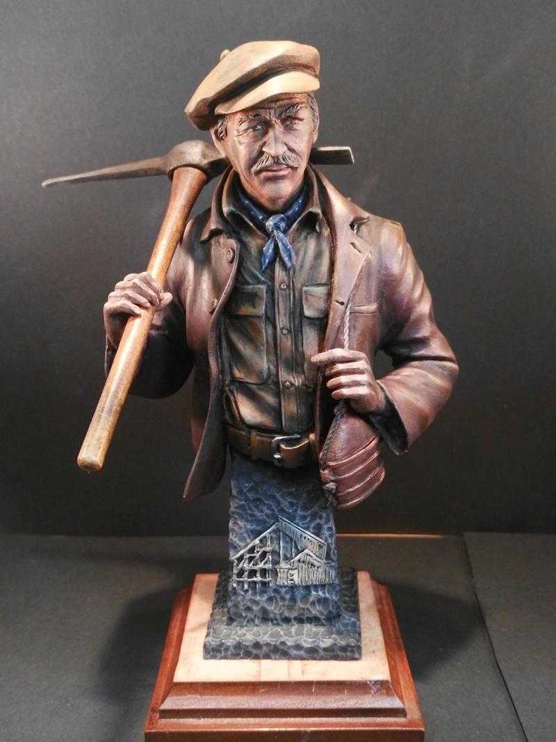 Buste terminé et premier prix ( 1/9 Model Cellar Blak Jack mineur des années 1800) Img_2015