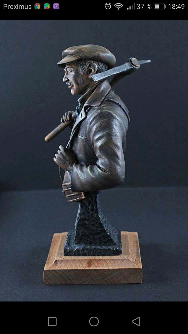 Buste terminé et premier prix ( 1/9 Model Cellar Blak Jack mineur des années 1800) Screen10