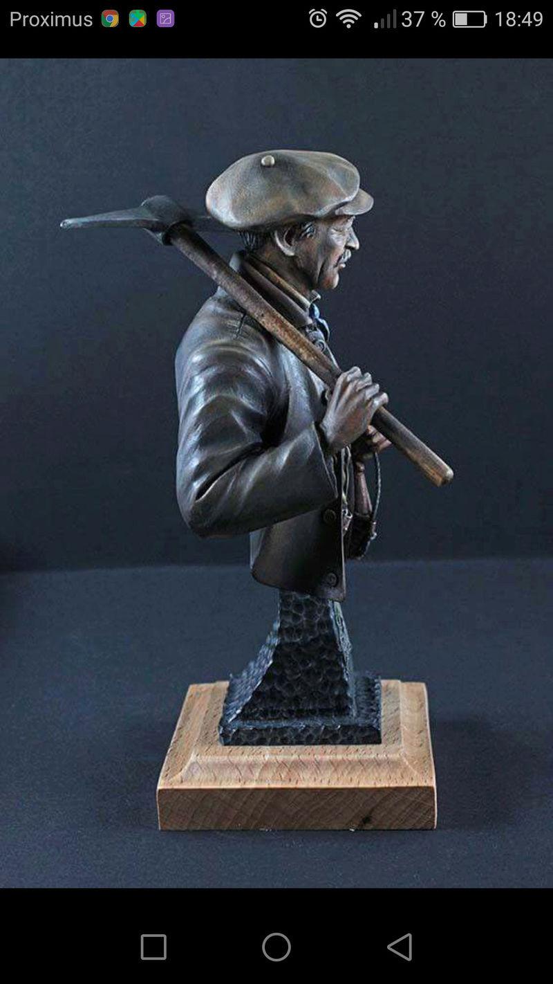 Buste terminé et premier prix ( 1/9 Model Cellar Blak Jack mineur des années 1800) Screen11