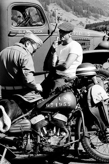 Vieilles photos (pour ceux qui aiment les anciennes photos de bikers ou autre......) - Page 11 16998810