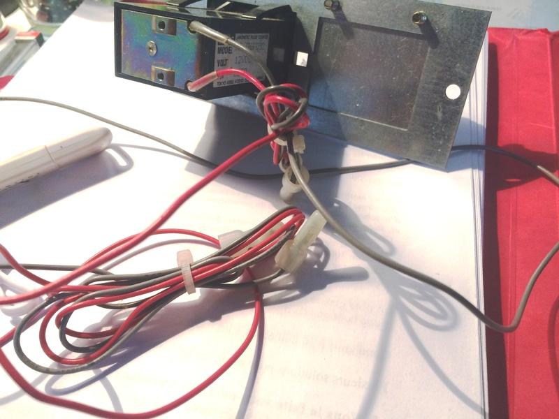 Comment câbler un credit coin counter directement sur le JAMMA pin 8  Img_0611
