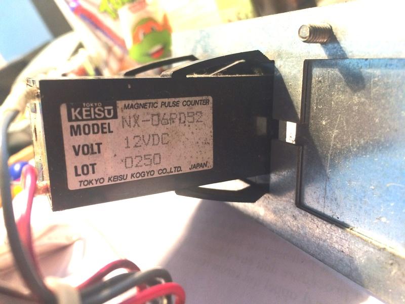 Comment câbler un credit coin counter directement sur le JAMMA pin 8  Img_0612