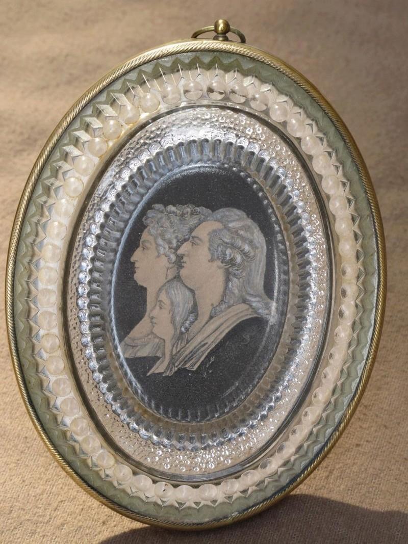 A vendre: Louis XVI et Marie Antoinette - Page 4 23901610