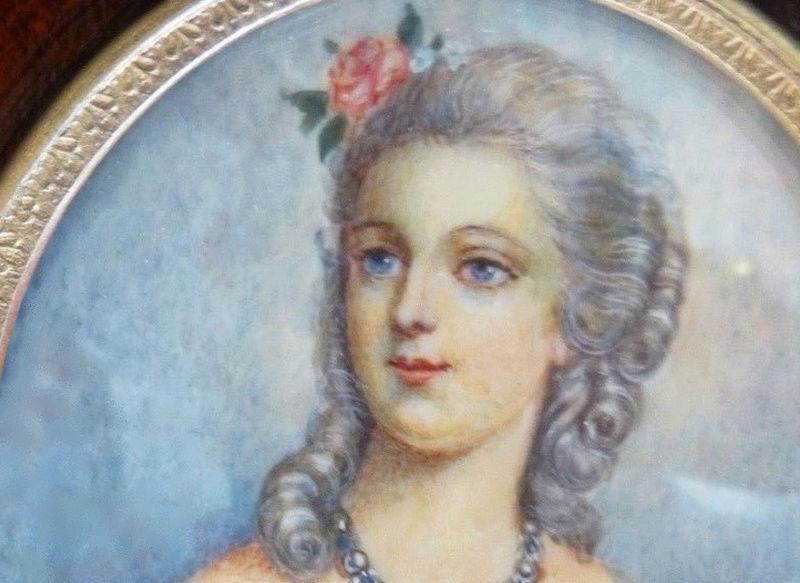 A vendre: miniatures de Marie Antoinette? - Page 5 Zzclau26