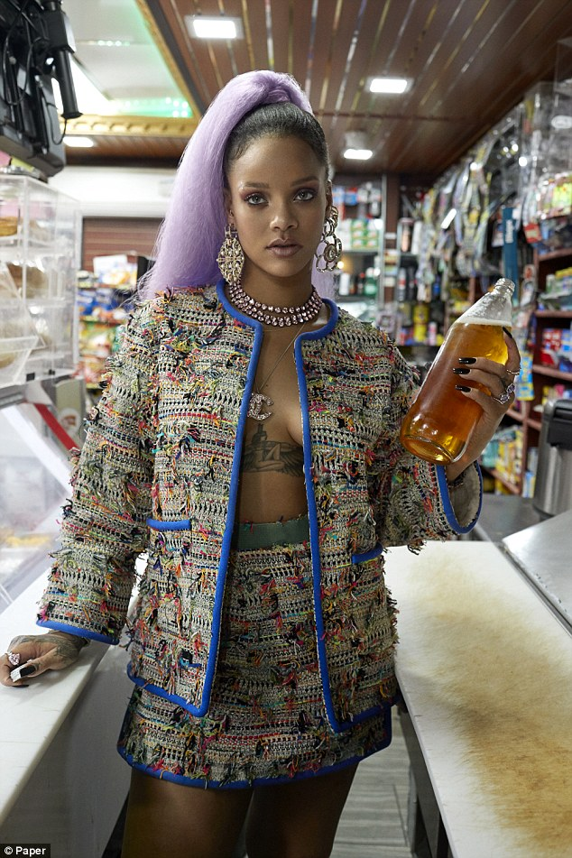 Rock rihannas style: Get fashion inspiration and  Steal the beauties many looks. 3dec3010