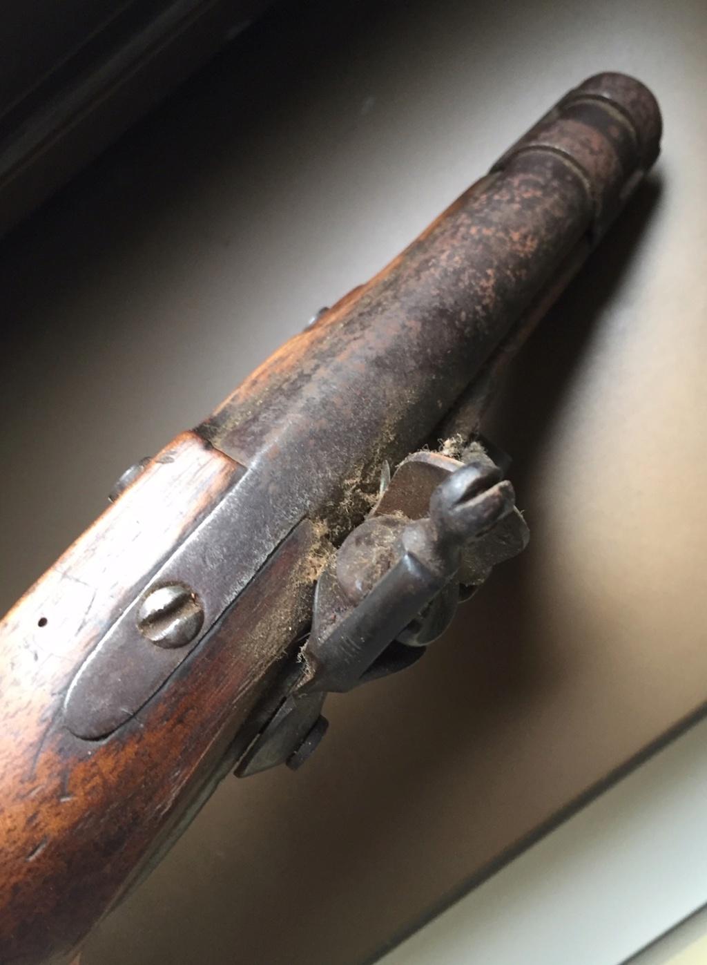 Aide identification pistolet à silex daté de 1811 615