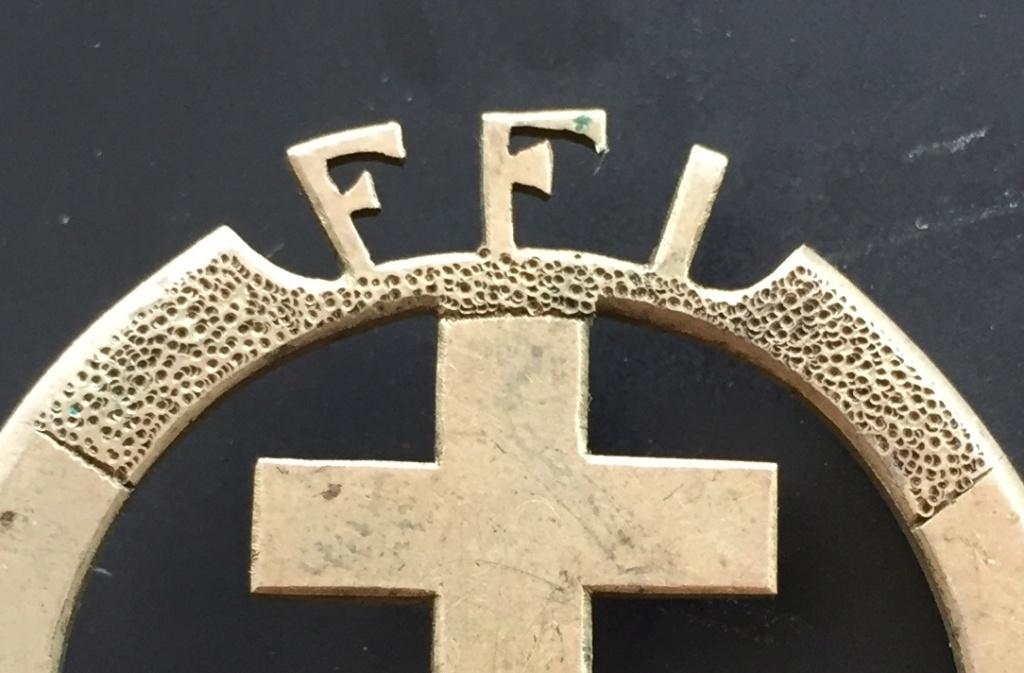 Identification insigne FFI GIE - région de Tours ??? Img_0421