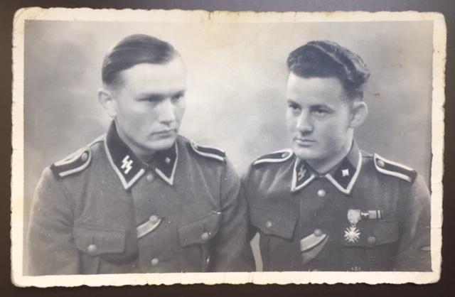 Décorations soldat de la Waffen SS - photo prise à Ruffec en Charente Img_2910