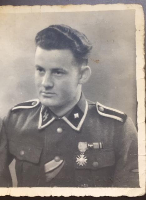 Décorations soldat de la Waffen SS - photo prise à Ruffec en Charente Img_2911