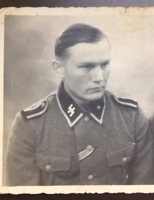 Décorations soldat de la Waffen SS - photo prise à Ruffec en Charente Img_2912
