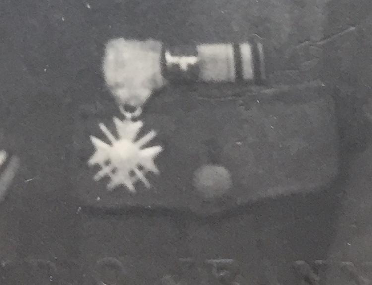 Décorations soldat de la Waffen SS - photo prise à Ruffec en Charente Img_2913