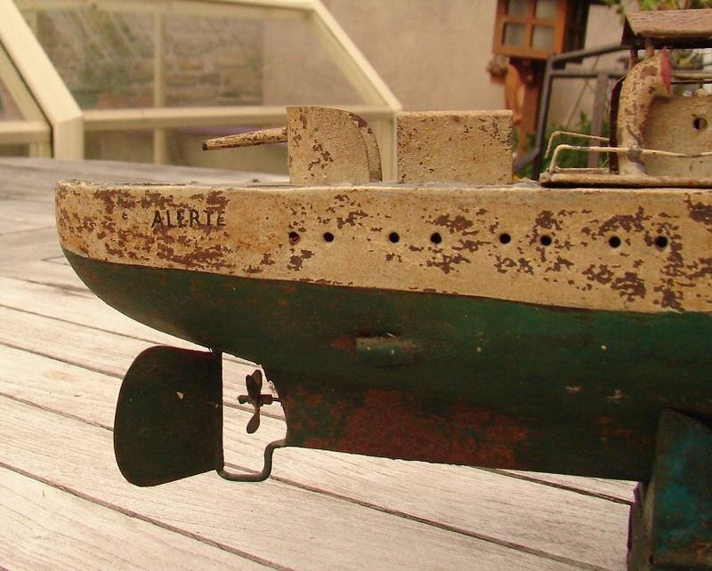 restauration maquettes-jouets Dumont d'Urville et L'Alerte Dsc01214