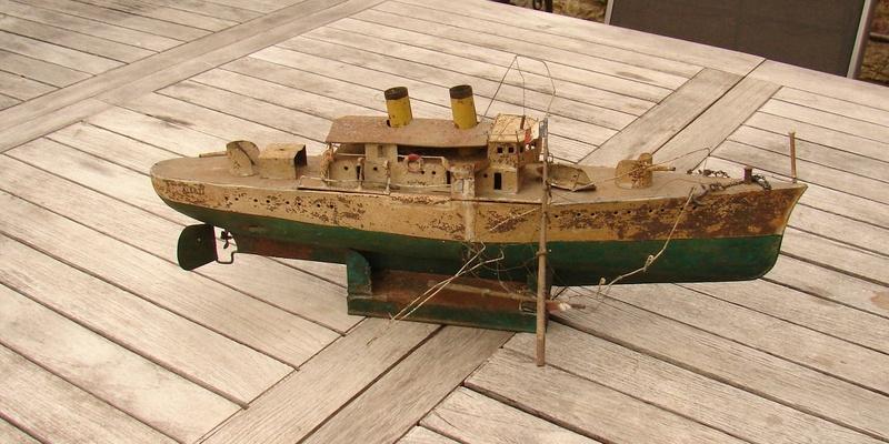 restauration maquettes-jouets Dumont d'Urville et L'Alerte Dsc01216