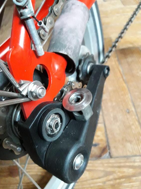 Axe de roue arrière cassé : pièce détachée [couple de serrage] Ruptur11