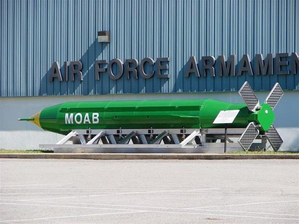 """Les USA ont utilisé la « Mère de toutes les bombes"""" Moab-210"""