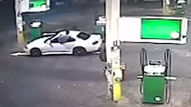 Un ninja vole au secours de sa voiture volée… 16020211