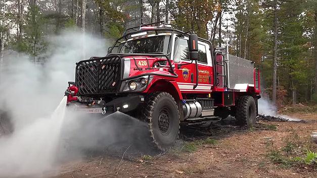 Le camion-pompier 4x4 le plus « badass » au monde 16020310
