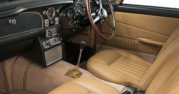 Un million d'euros pour la plus belle des Aston Martin DB5 1964as29