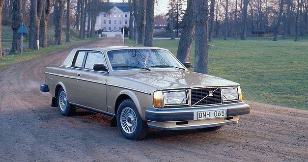 L'italo-suédoise Volvo 262C fête ses 40 ans. 242