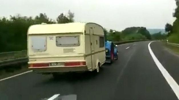 Se faire dépasser sur l'autoroute en Allemagne est normal… M Buzz-t10
