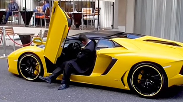 N'achetez pas de Lamborghini si vous êtes grand… Voitur10