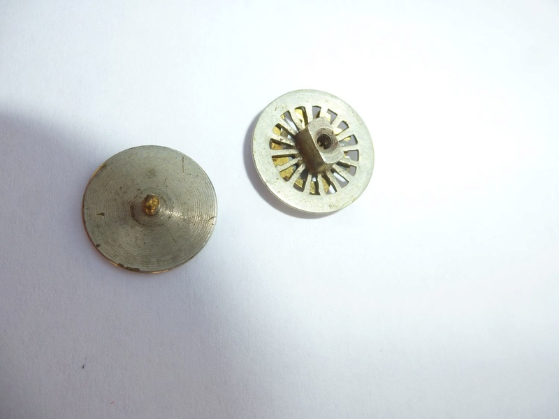 vieux fanion et insigne du TCF (touring club de France )  P1090213