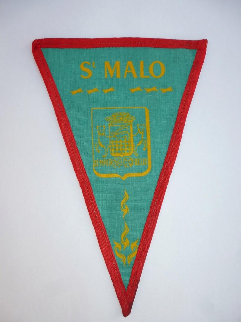 vieux fanion et insigne du TCF (touring club de France )  P1090214