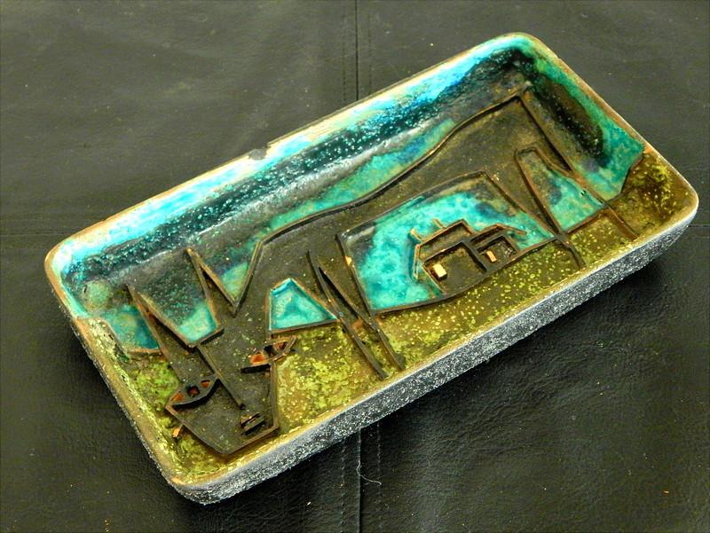 Mysterious Mid-Century Pottery Tray Dscn1310