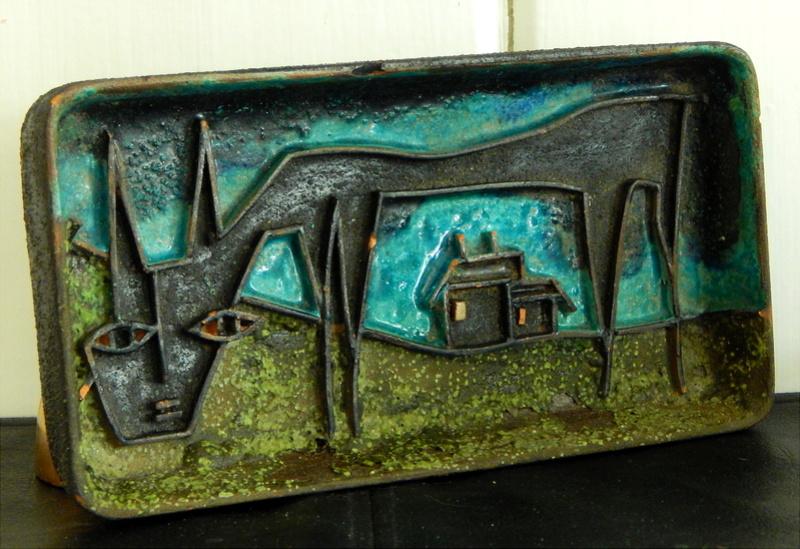 Mysterious Mid-Century Pottery Tray Dscn1313