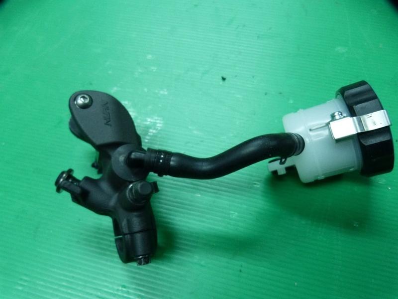 Changement du maître cylindre avant par celui du R1 S-l16012