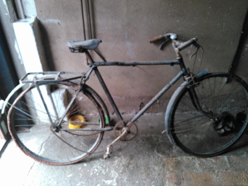 Vélo inconnu sorti de grange Kimg0171