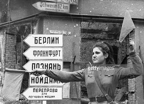 Soldate soviétique à Berlin , fin mai 1945 17098010