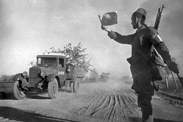 Soldate soviétique à Berlin , fin mai 1945 67243210