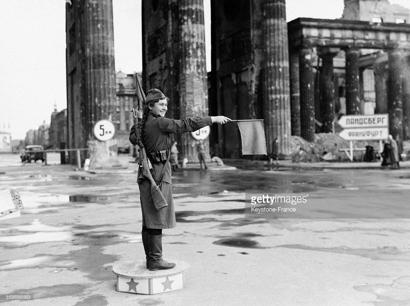 Soldate soviétique à Berlin , fin mai 1945 86665810