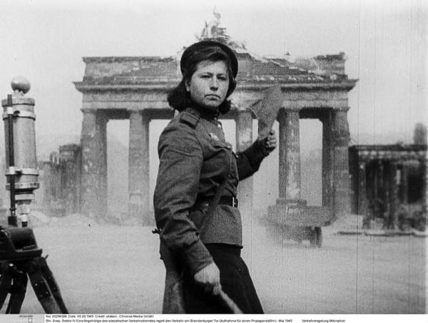 Soldate soviétique à Berlin , fin mai 1945 Mai-1910
