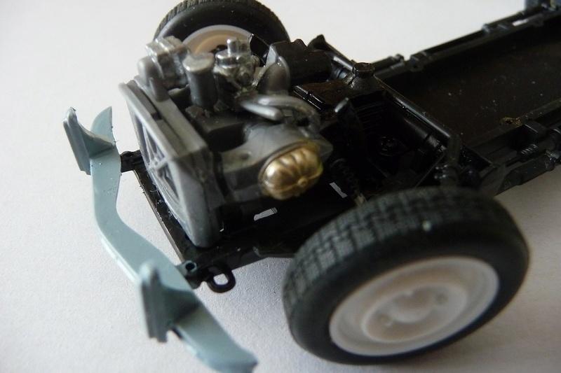 CITROËN 2 CV BERLINE - TAMIYA-EBRO 1/24éme  Historic car series N° 3 P1070119