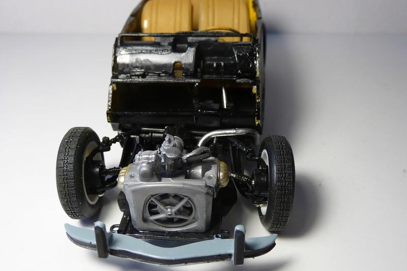 CITROËN 2 CV BERLINE - TAMIYA-EBRO 1/24éme  Historic car series N° 3 P1070123