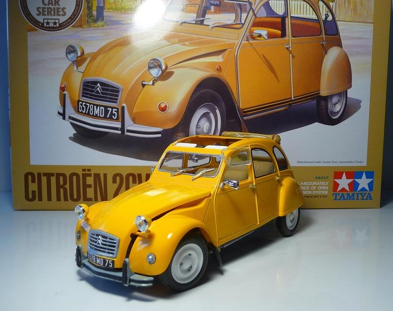 CITROËN 2 CV BERLINE - TAMIYA-EBRO 1/24éme  Historic car series N° 3 P1070126