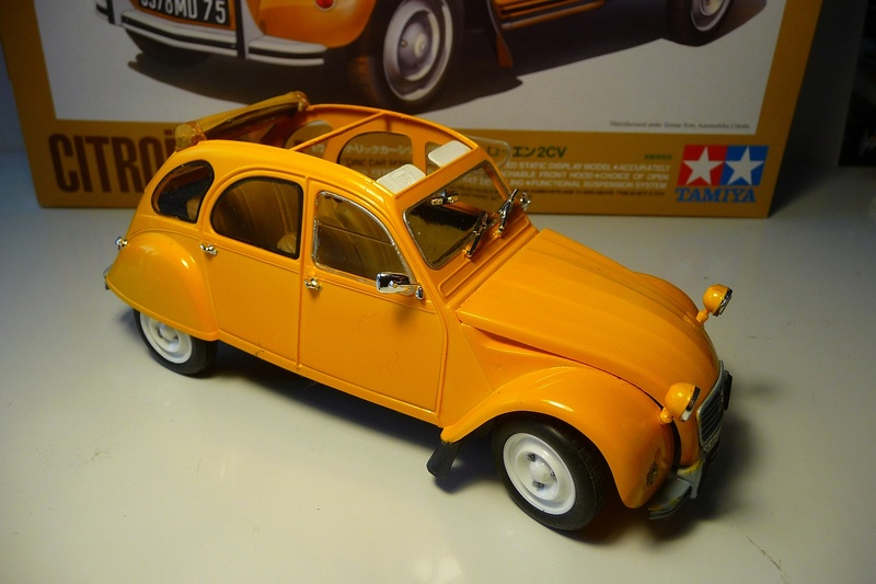 CITROËN 2 CV BERLINE - TAMIYA-EBRO 1/24éme  Historic car series N° 3 P1070127