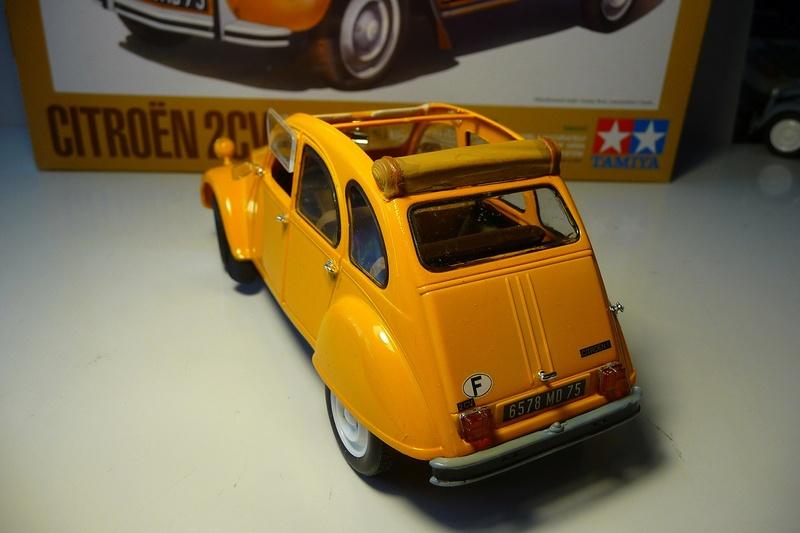 CITROËN 2 CV BERLINE - TAMIYA-EBRO 1/24éme  Historic car series N° 3 P1070128
