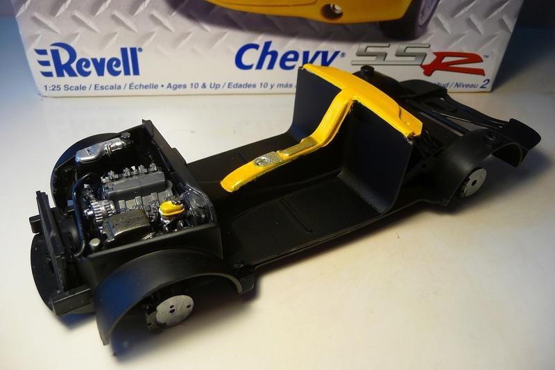 REVELL TRUCKS 1/25éme-  CHEVY SSR Pickup  réf= 85-7206 P1070219