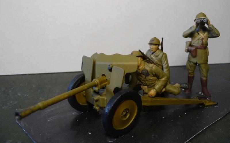 HELLER 1/35- CHAR RENAULT R 35 et CANON DE 25mm modèle 1934 P1070312