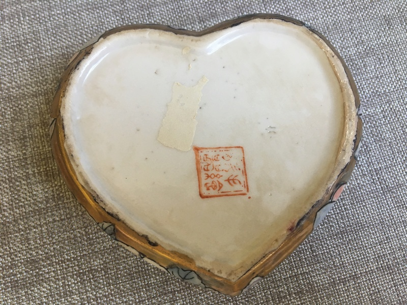 Please help with this trinket box, hand-painted with Japanese (?) writing?  Img_2511