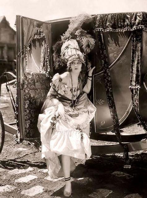 beautés vintage costumées en marie antoinette 21e8e810