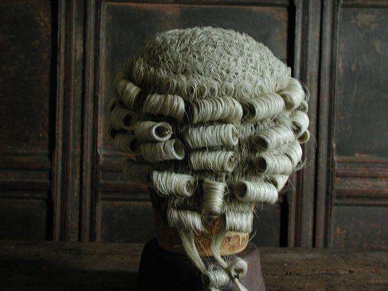 Coiffures du XVIIIeme: poufs, postiches, bonnets et chapeaux - Page 19 D582f010